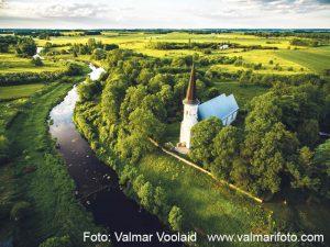 Lüganuse kirik suvel_Valmar Voolaid_allkirjaga1